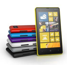 Både Nokia Lumia 920 og 820 (bildet) fås i en rekke ulike farger.