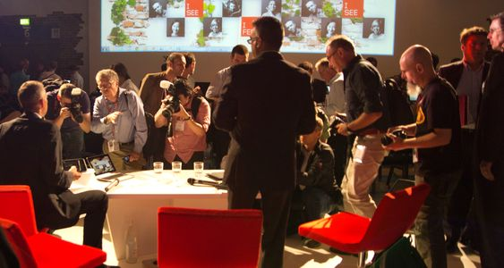 Lenovos pressekonferanse er over, og ivrige fotografer knipser i vei.