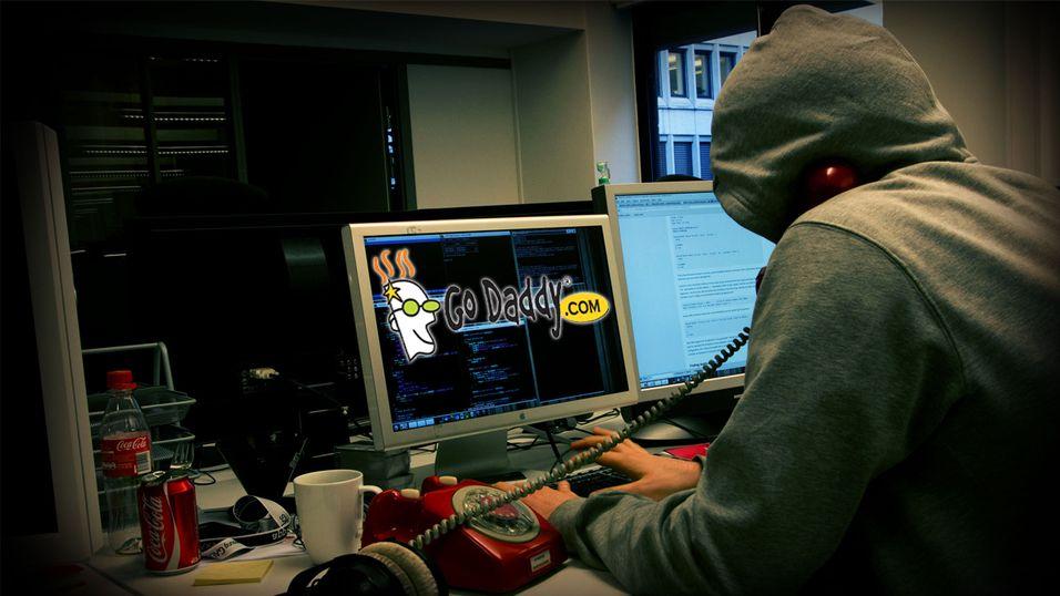 Domenegiganten GoDaddy gikk ned i natt, og tok med seg millioner av nettsider.