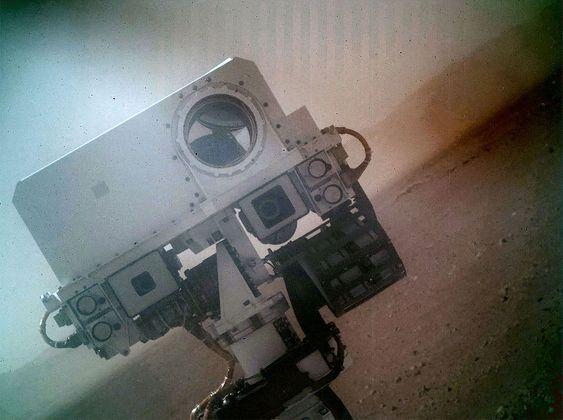 MYE OPPMERKSOMHET: Dette selvportrettet ga Curiosity mye oppmerksomhet på nett i begynnelsen av september. Det store «øyet» er kjøretøyets laser.