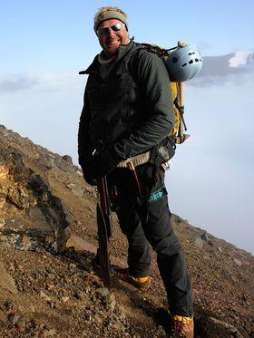 MARS-EKSPERT: Hans Erik Foss Amundsen er konsulent for NASA og ESA, og har hjulpet USA med utviklingen av Curiosity. Her bestiger han Sigurdfjell på Spitsbergen.