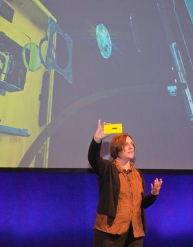 Nokias sjef for smartmobiler, Jo Harlow, forteller om kameraet i den nye toppmodellen.