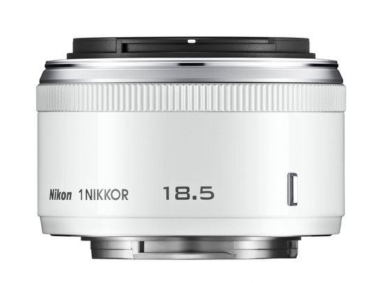 Hvit 1 Nikkor 18.5 mm f/1.8.