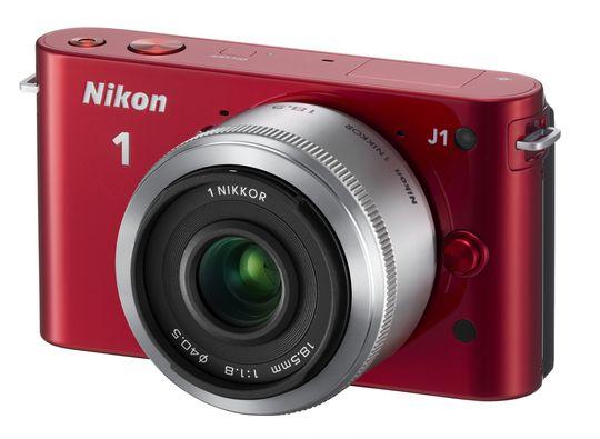 Rød Nikon 1 J2 med18.5 mm.