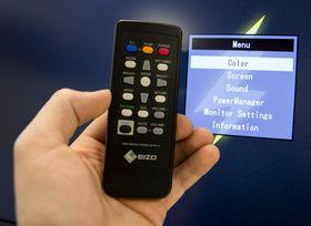 Med fjernkontrollen har du full kontroll over skjermen.
