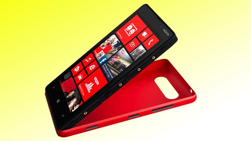 Dekslene på Lumia 820 kan skiftes. Du kan velge farge og egenskaper selv.