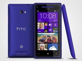 Slik ser HTC 8X ut fra siden, og bakfra.