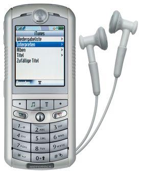 Vent nå litt. Dette er da ikke en iPhone? Samarbeidet mellom Apple og Motorola ble aldri noen stor suksess.