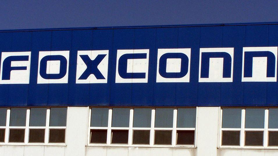 """Foxconn ansetter 90.000 nye """"epleplukkere"""""""