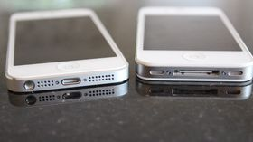 iPhone 5 til venstre.