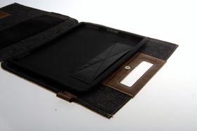 Cooler Master Afrino Folio ser ut som en veske. iPad-en festes i et gummihylster på innsiden.