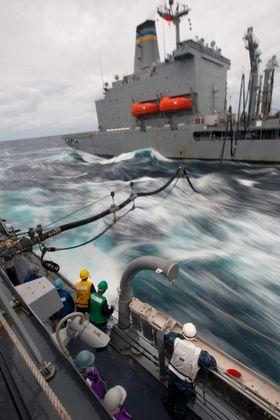 Det er tungvint og kostbart å fylle drivstoff på sjøen. Men i framtiden kan dette bli unødvendig.