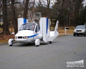 PÅ VEIEN: Den flyvende bilen skal være fullt mulig, og lovlig, å ta ut på vanlige veier.