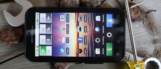 Motorola Defy+.
