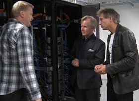 Fra venstre: Hans Eide, gruppeleder for vitenskapelig databehandling ved UiO, Ole Petter Ottersen, rektor ved UiO og Lars Oftedal, IT-direktør ved UiO sammen med Abel.