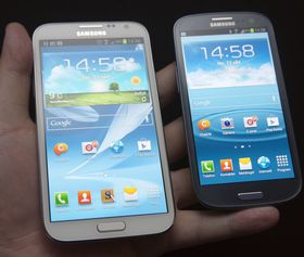 Galaxy Note II har samme designspråk som Samsungs andre toppmodell; Galaxy S III.