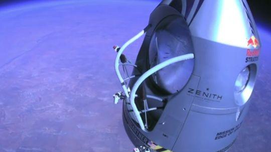 Her er kapselen litt under 30.000 meter over bakken.