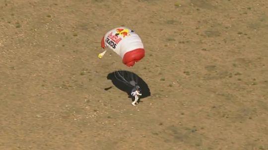 Baumgartner lander etter rekordhoppet.