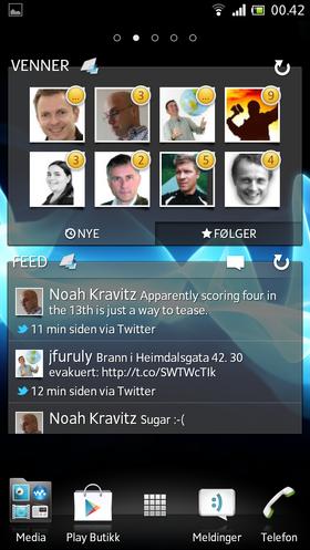 Sony har lagt ved en del nyttige widgets, som for eksempel Timescape-feeden nederst som viser innlegg fra Facebook og Twitter.