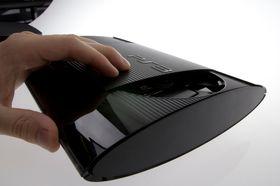 Luken på toppen kan enten åpnes manuelt, eller ved å trykke på en knapp. .