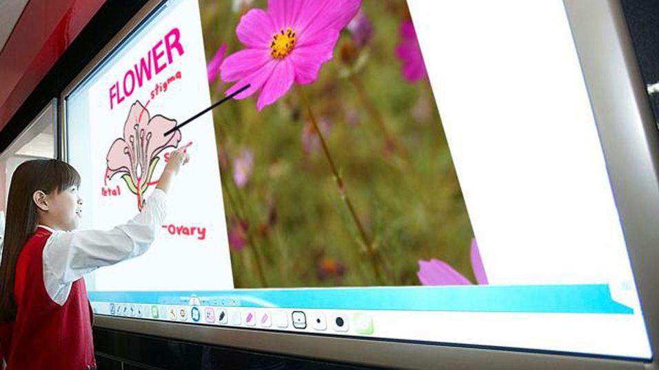 LGs 84 tommer store interaktive whiteboard skal hjelpe til i undervisningen.