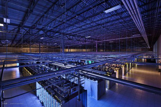 Datasenteret i Council Bluffs, Iowa, som blant annet inenholder deler av søkemotoren og Youtube. Gulvarealet er over 10 000 m2.