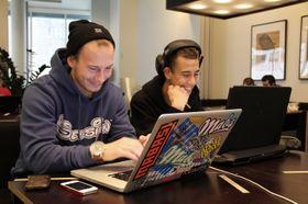 Dennis Askeland og Rune Bekkjorden driver med spilldesign og interaktivt design.