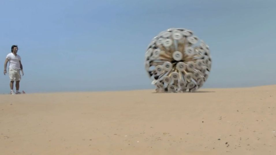 Det ser ut som science fiction, men prosjektet med den rullende antimine-ballen er høyst virkelig.