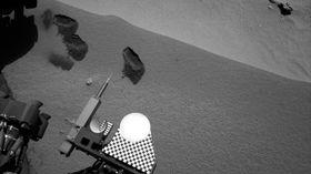 Her har Curiosity etterlatt seg tre «bitemerker» på bakken.