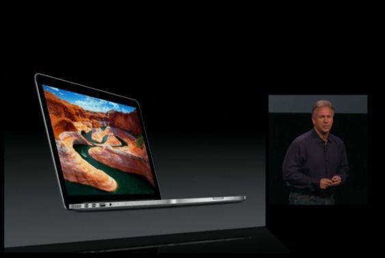 Phil Schiller viser frem MacBook.