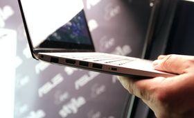 Asus VivoBook S200, venstre side.