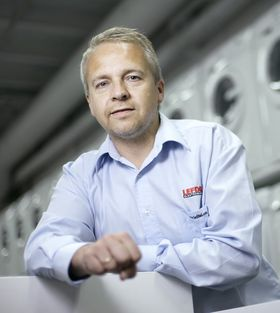 Trond Samuelsen, direktør i Lefdal Elektromarked.