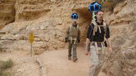 Street View-sjefene Steve Silverman (venstre) og Ryan Falor (høyre) dokumenterer nasjonalparken til fots.