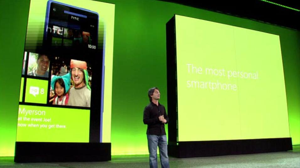 Microsofts Joe Belfiore på scenen under lanseringen av Windows Phone 8.