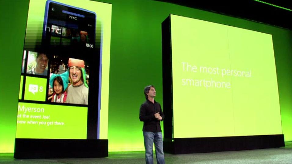 Microsofts Joe Belfiore på scenen under lanseringen av Windows Phone 8.