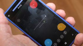 Telefonen fungerer som fjernkontroll til Xbox 360.