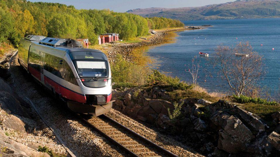 NSBs tog på Nordlandsbanen mellom Fauske og Bodø.