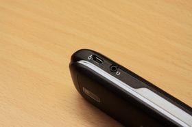 Hodetelefonutgangen bruker ikke standard 3,5 mm utgang.