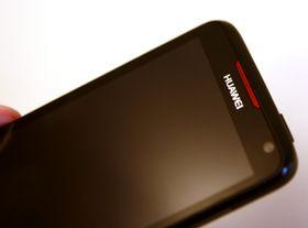 Testproduktet er for det meste svart, med noen detaljer i rødt og sølv.