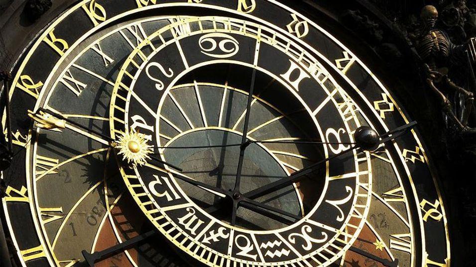 LIVETS KLOKKE: Den astronomiske klokken i Praha inneholder det meste av hva livet inneholder, men kan det tenkes at selve grunnprinsippet - tiden - er helt feil?