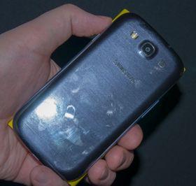 De to toppmodellene er nesten like store i overflate. Lumia 920 er imidlertid noe tykkere og hele 52 gram tyngre.