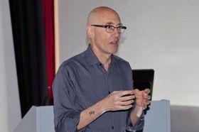 Datapioneren Bob Stein tror framtidens bok blir tredimensjonal.