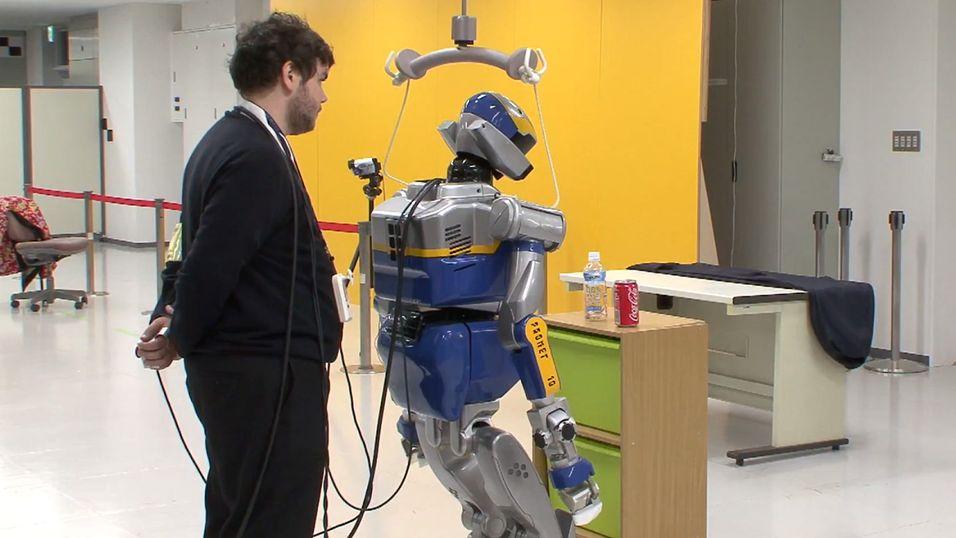 Denne roboten kontrolleres av hjernebølger, fra en operatør som sitter utenfor bildet.