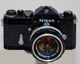 Nikon F. Nikons første speilreflekskamera.