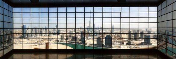 Dubai er blant noe av det man kan se på det 416 skjermer store systemet.