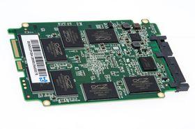 Minnebrikkene i Vector er OCZ-merket, Intel/Micron-produsert 25nm MLC.