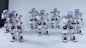 Disse robotene underholder med dans, men demonstrerer også en synkron gruppeoppførsel.