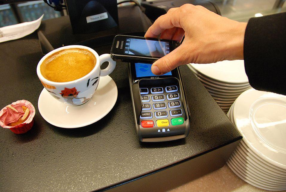 Slik så det ut da Telenor kjørte prøveprosjektet Tap 2 Pay i 2011. En viktig endring når tjenesten nå lanseres er at den vil ha sin egen app og kjøre på smarttelefoner.