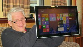 Sonys nye nettbrett med Windows 8 måler 20 tommer, og er akkurat passe stort for noen. Her vist frem av Odd Richard Valmot fra Teknisk Ukeblad.