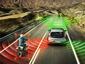 VOLVO ANNO 2020: Sensorer vil etter hvert også fungere med biler i høy hastighet, tror Volvo.